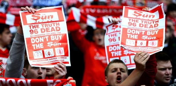 Torcida do Liverpool promove boicote a jornal