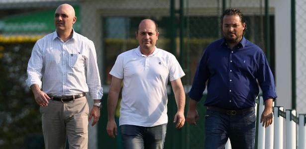 Galiotte, Cícero Souza e Mattos caminham na Academia de Futebol do Palmeiras