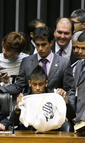 Neymar, garoto-propaganda do Santos no de seu centenário, visitou a Câmara dos Deputados para uma sessão solene em homenagem ao clube