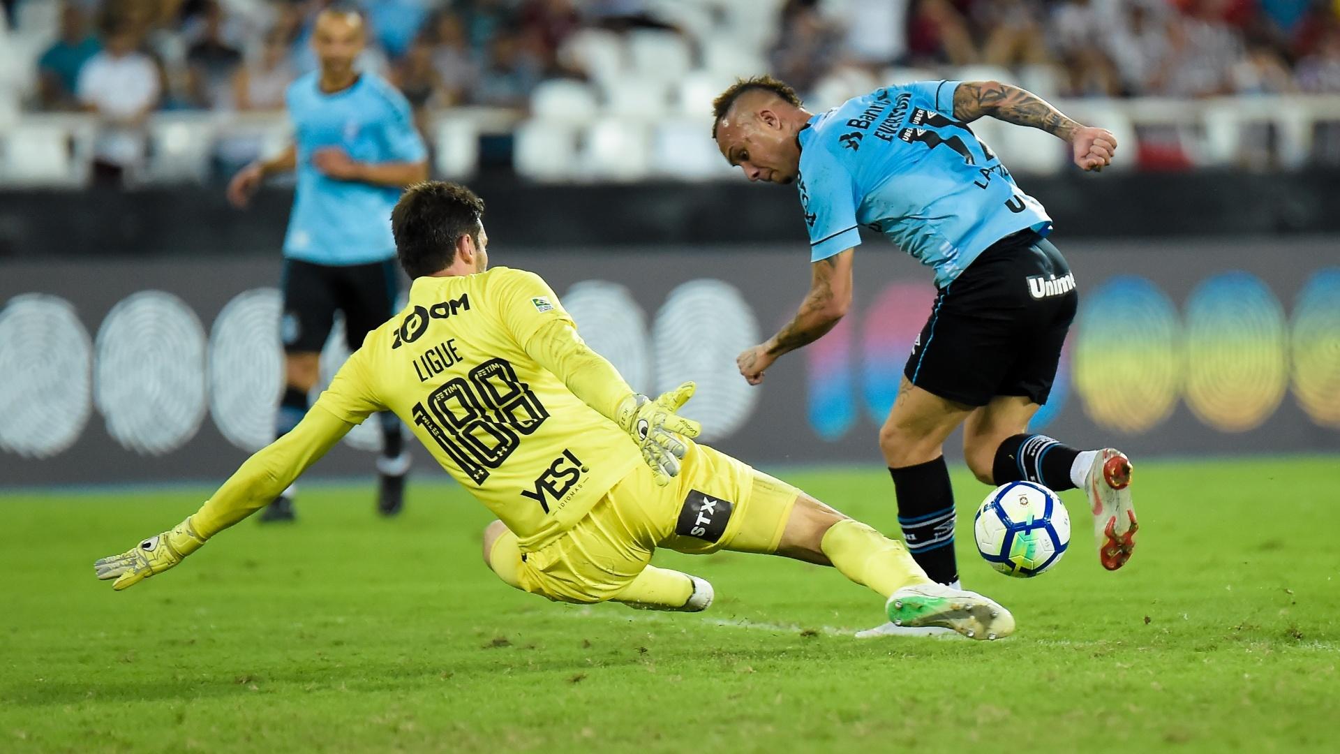Everton faz gol de calcanhar para o Grêmio contra o Fluminense