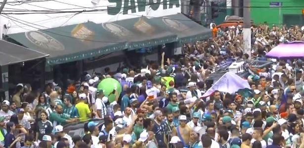 Ruas no entorno do Allianz Parque são tomadas por torcedores do Palmeiras - Reprodução/TV Palmeiras