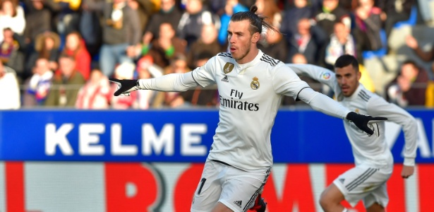 Gareth Bale comemora o gol marcado para o Real Madrid contra o Huesca - ANDER GILLENEA / AFP