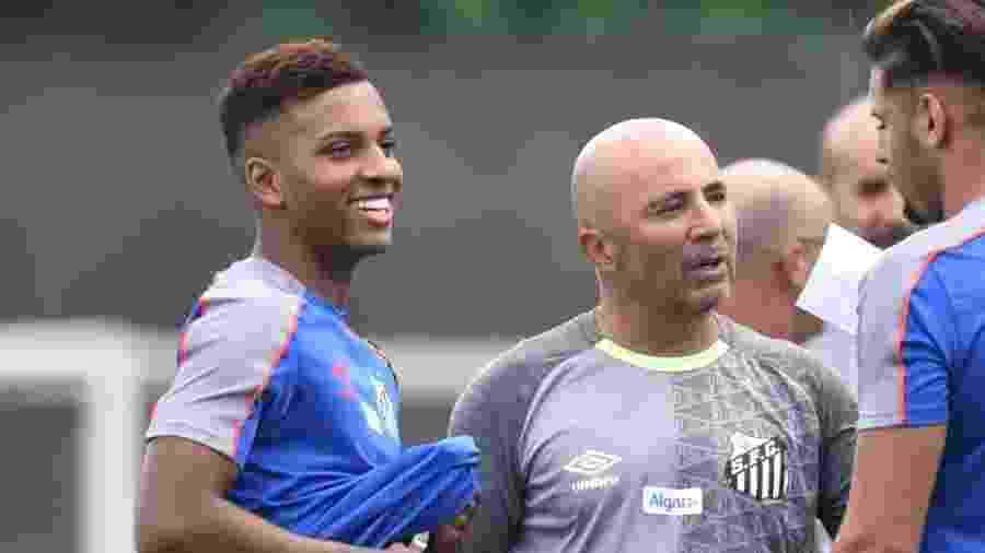 Rodrygo ao lado de Sampaoli em treinamento do Santos - Divulgação/Santos FC