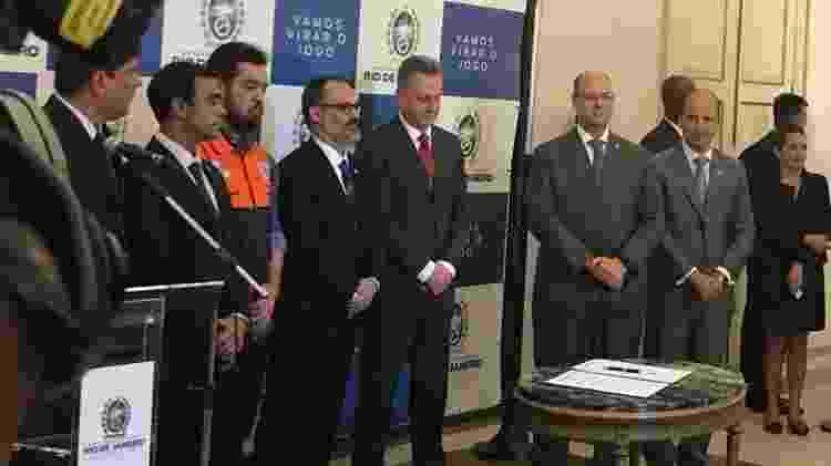 Pedro Abad (Flu), Rodolfo Landim (Fla) e Wilson Witzel (governador do Rio) na assinatura da concessão do Maracanã - Rodrigo Mattos / UOL Esporte