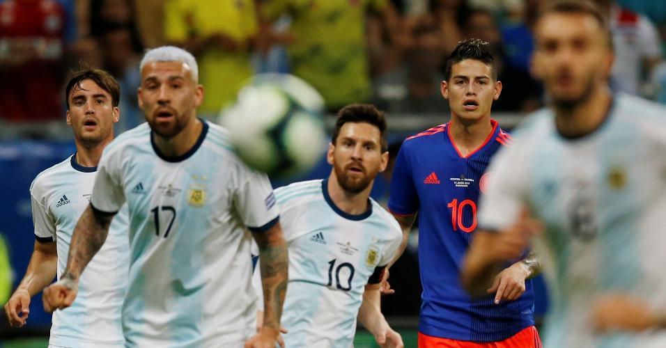 Messi e James Rodríguez, durante Argentina x Colômbia