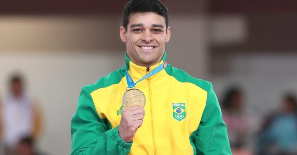 Chico Barretto recebe a medalha de ouro no cavalo com alças do Pan de Lima