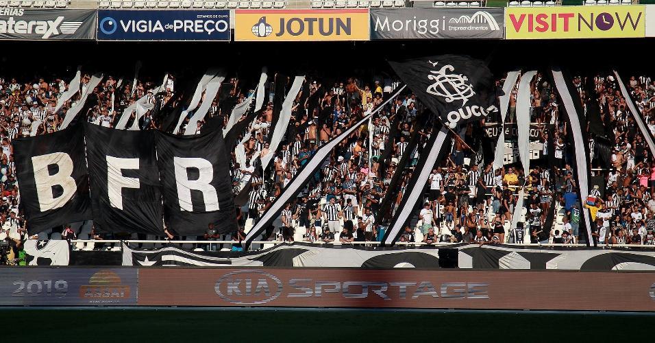 Torcida do Botafogo faz a festa durante partida contra o Atlético-MG no Nilton Santos
