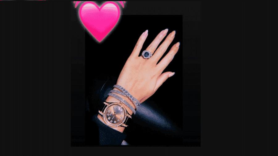 Mão de Georgina Rodríguez, mulher de CR7, apresenta acessórios luxuosos que somam mais de 1 milhão de dólares - Reprodução/Stories do Instagram