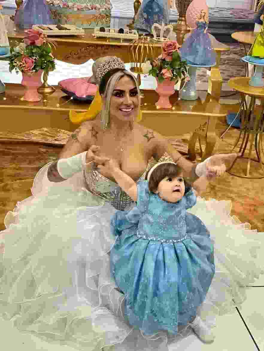 Juju Ferrari, musa do Botafogo, ostenta com vestido de R$ 40 mil na festa da filha Maria - Divulgação