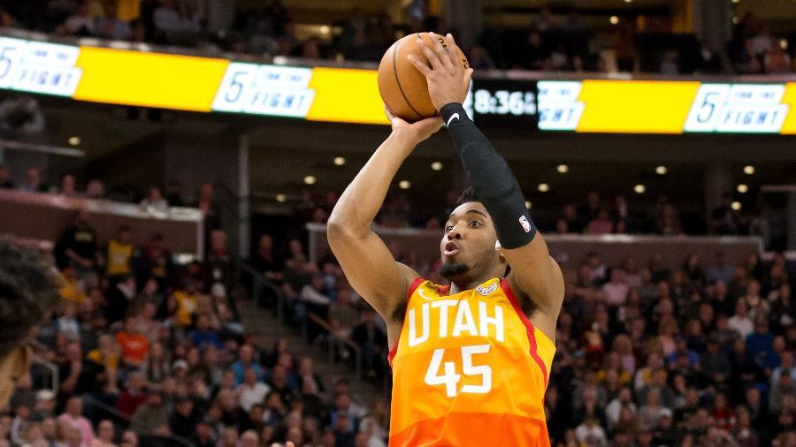 Donovan Mitchell em partida do Utah Jazz; jogador é colega de time de Rudy Goberts, também diagnosticado com a Covid-19 - Russell Isabella / USA TODAY Sports