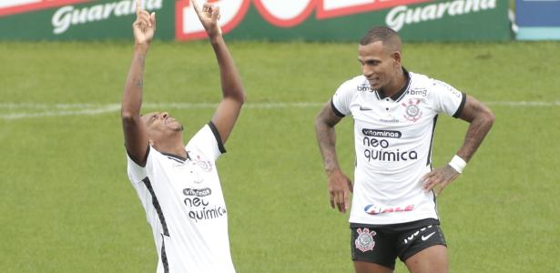 Em meio ao surto de covid no Corinthians, Jô e Otero postam foto em resort