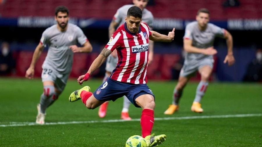 Luis Suarez em ação pelo Atlético de Madri contra o Athletic Bilbao pelo Campeonato Espanhol - Diego Souto/Quality Sport Images/Getty Images