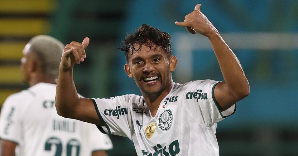 Gustavo Scarpa comemora o gol da vitória do Palmeiras contra o Defensa y Justicia