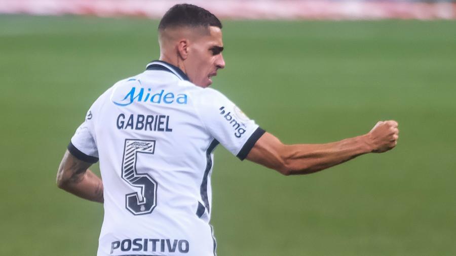 Gabriel, volante do Corinthians, comemora gol contra o Palmeiras pelo Brasileirão - Marcello Zambrana/AGIF