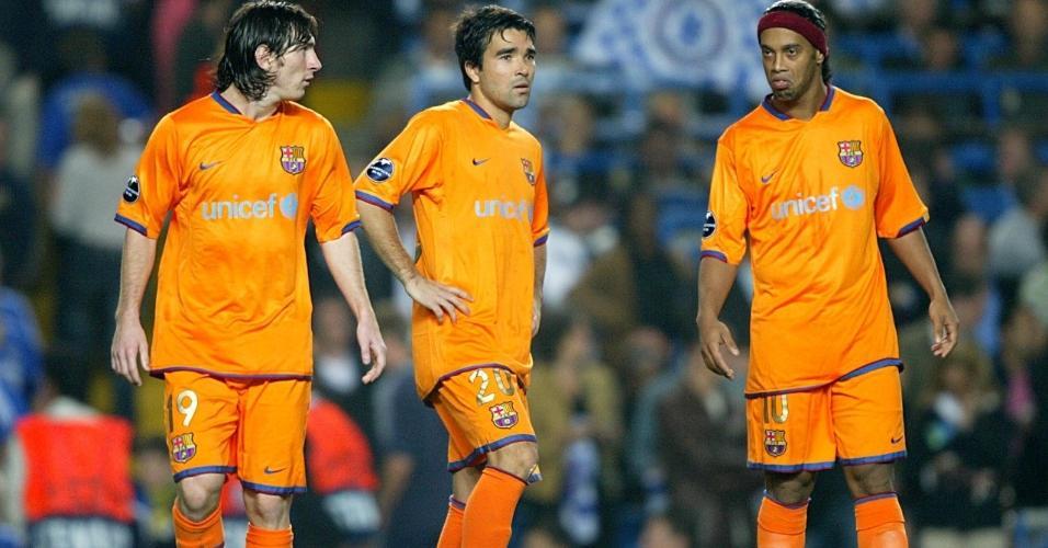 Deco em ação pelo Barcelona com Ronaldinho e Messi