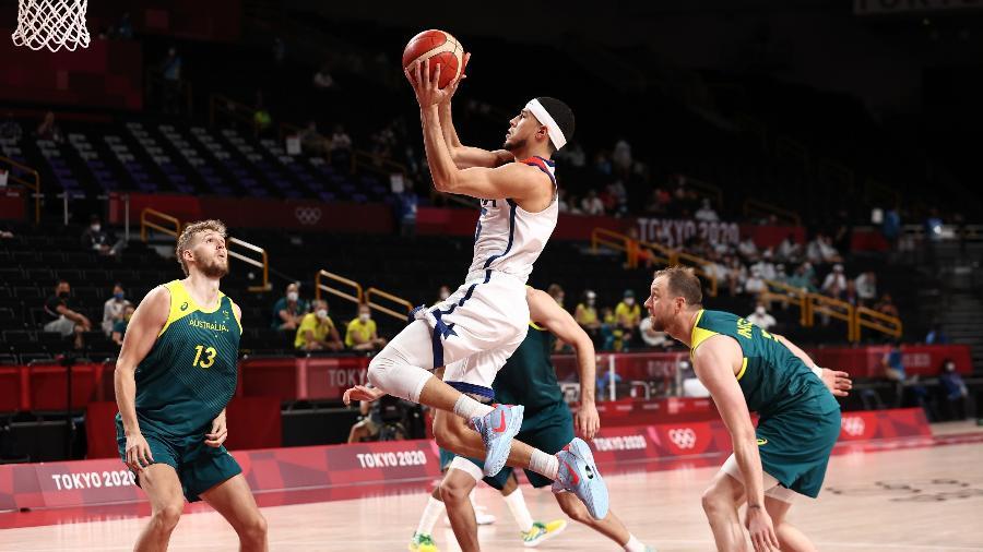 Devin Booker é um dos titulares da seleção americana de basquete - Stephen Gosling/NBAE via Getty Images