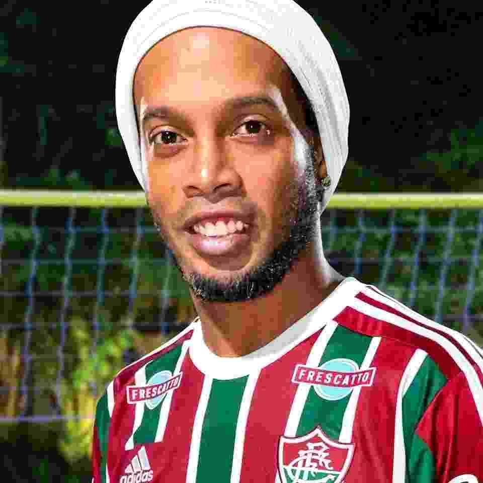 6328bf00a0 Ronaldinho Gaúcho assina contrato com o Fluminense