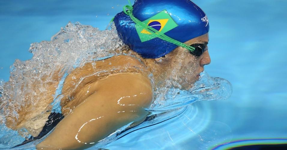 Gabrielle Roncatto cai na água para a bateria eliminatória dos 400m medley