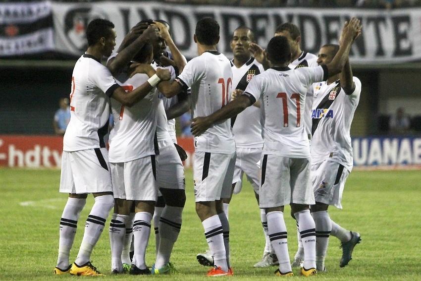 Jogadores do Vasco celebram gol diante do Bonsucesso em jogo válido pelo Campeonato Carioca