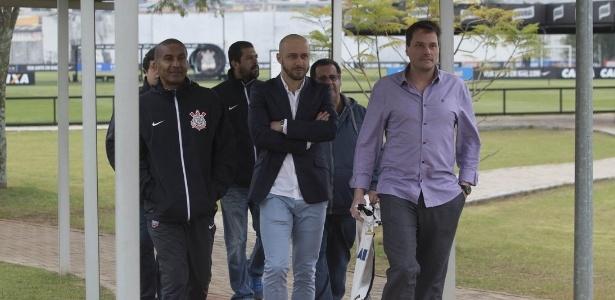Alessandro Nunes (ao centro) é o novo gerente de futebol do Corinthians
