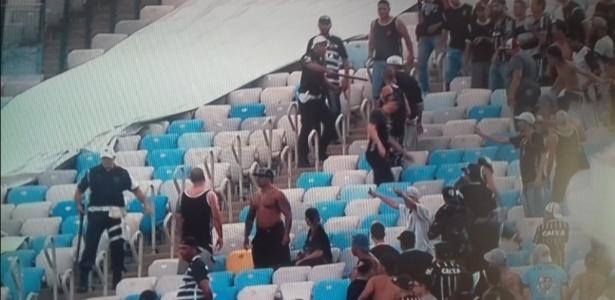Torcedores do Corinthians ficaram detidos em Bangu após briga com a PM do Rio
