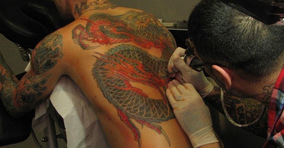 10. RAUL MEIRELES - O português tatuou um enorme dragão nas costas em homenagem ao Porto, clube que manda seus jogos no Estádio do Dragão