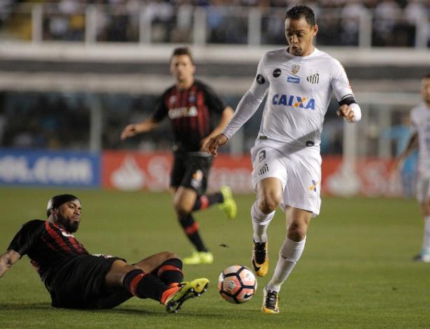 Santos e Atlético-PR se enfrentaram nas oitavas de final da Libertadores deste ano - Daniel Vorley/AGIF