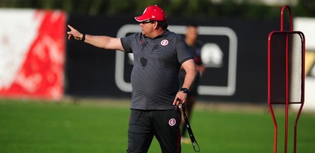 Guto Ferreira não pensa em mudar movimentação do Inter apesar de queda