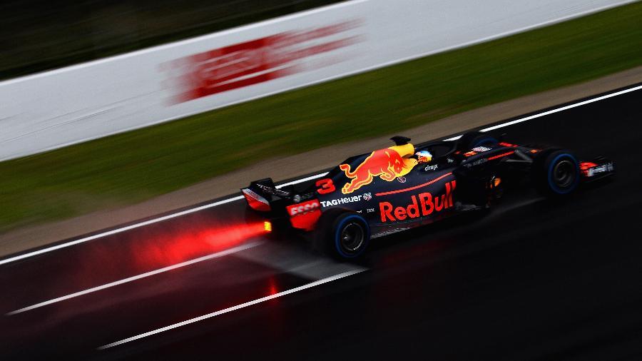 Daniel Ricciardo pilota sua Red Bull no Circuito da Catalunha - Patrik Lundin/Getty Images
