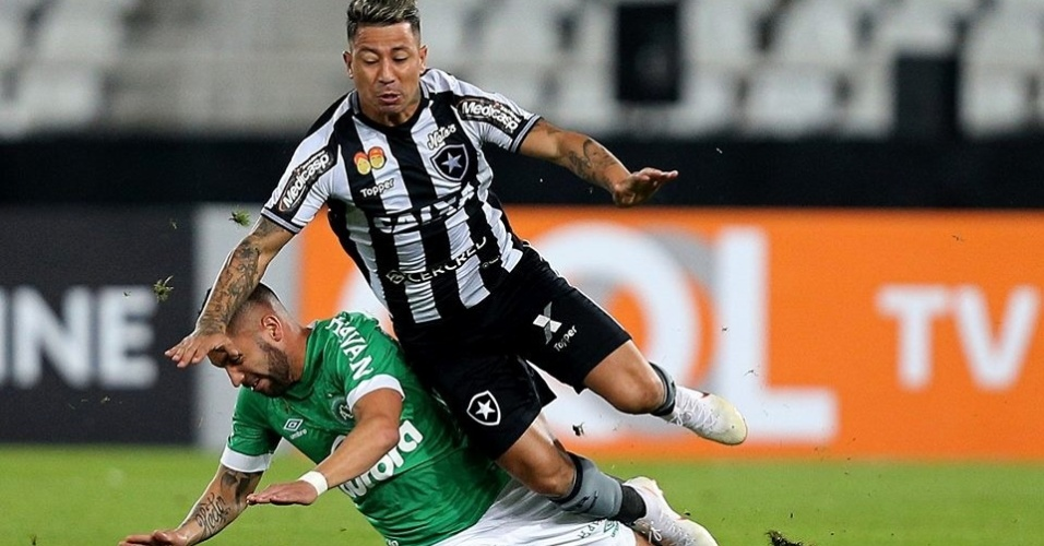 Botafogo e Chapecoense se enfrentam no estádio Nilton Santos pelo Campeonato Brasileiro 2018