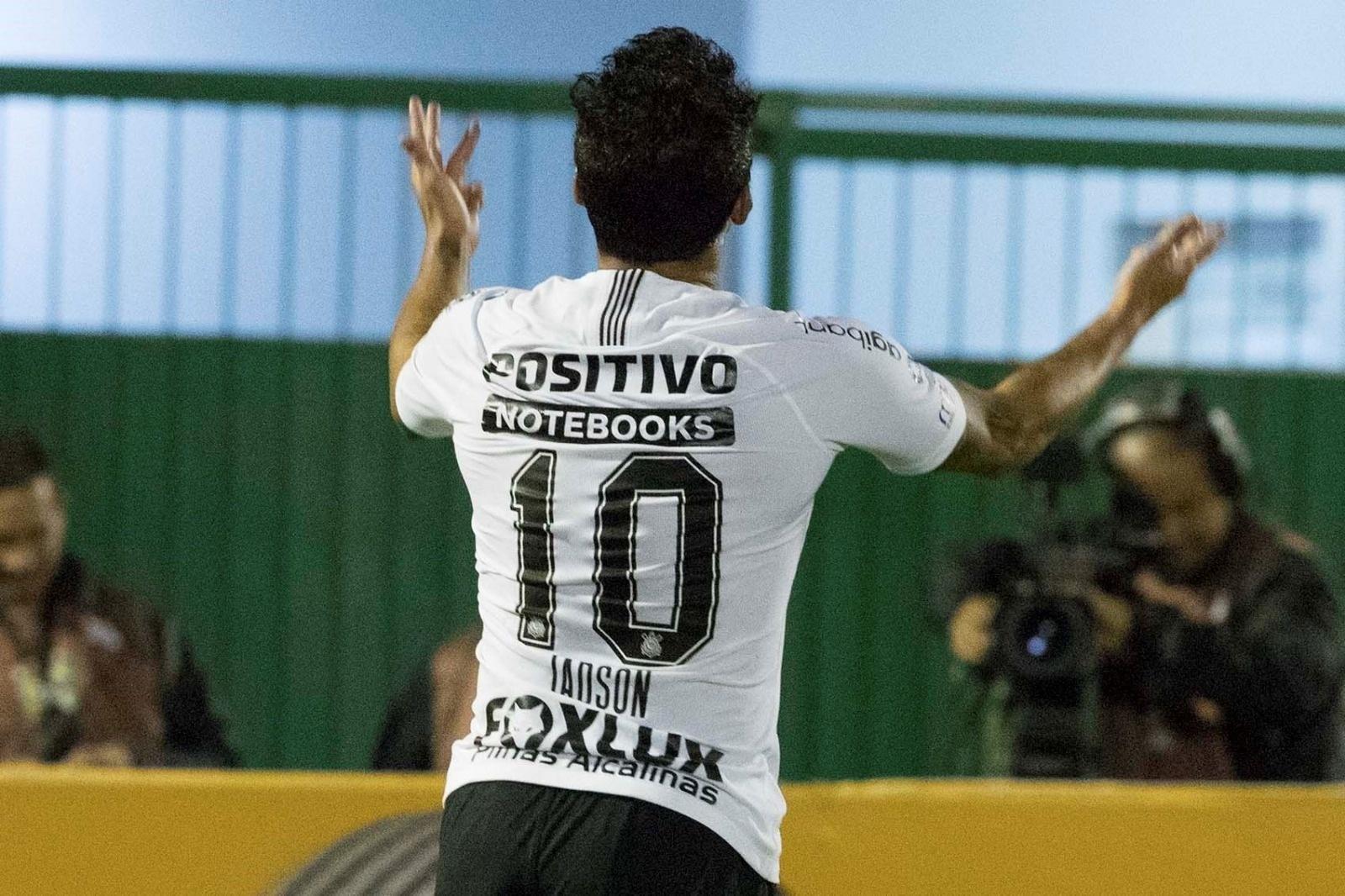 1843b25ead Jadson admite gol sem querer contra a Chapecoense