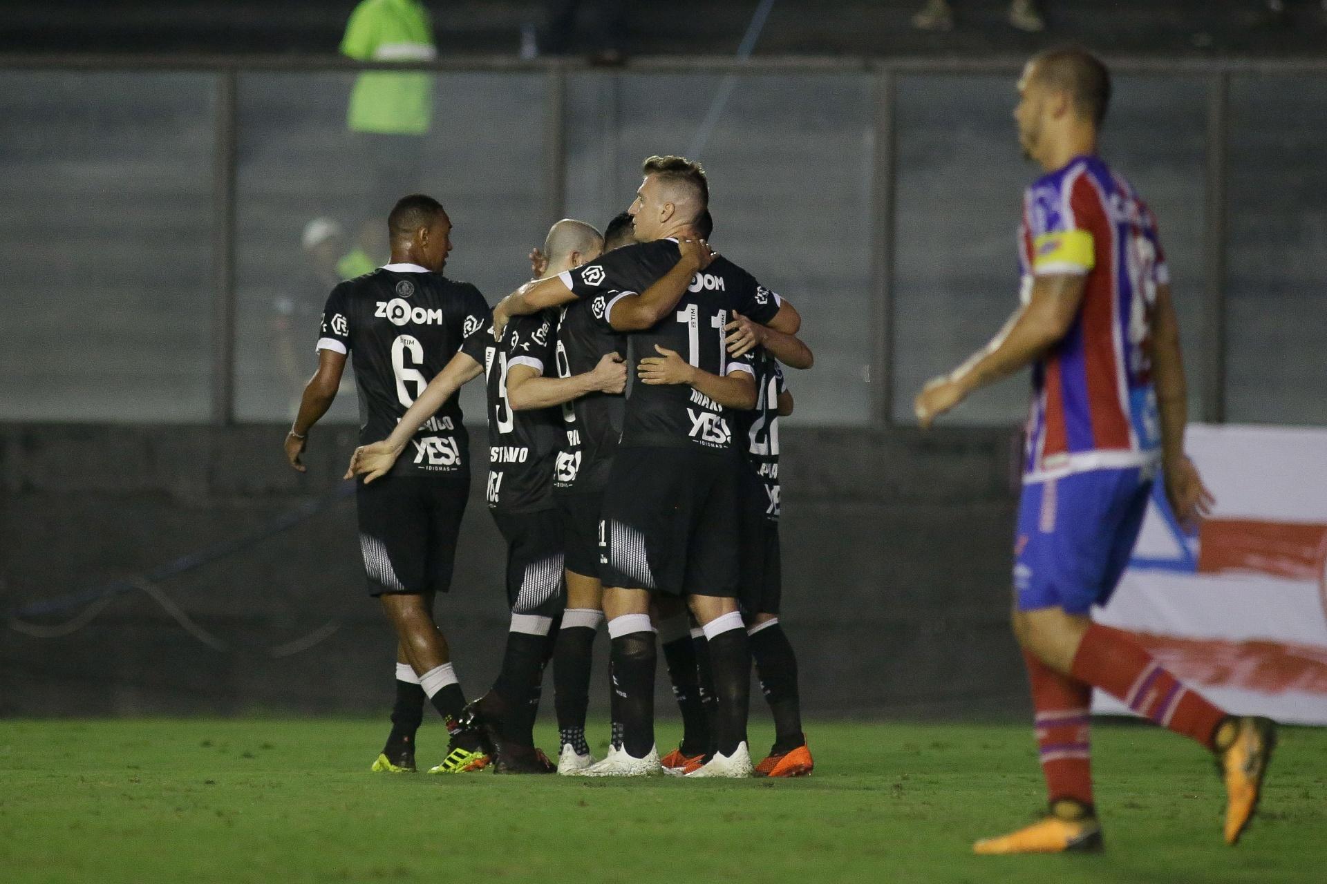 Vasco vence Bahia de maneira dramática e sai da zona de rebaixamento -  24 09 2018 - UOL Esporte 1ce576e214b46