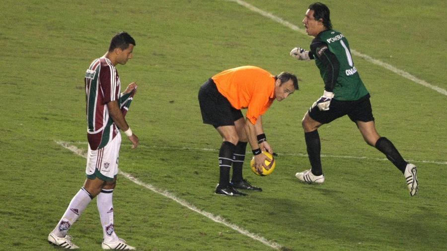 Goleiro da LDU comemora conquista da Libertadores após pênalti perdido pelo Fluminense - Antonio Scorza/AFP