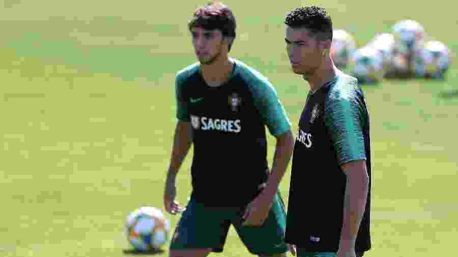 João Félix e Cristiano Ronaldo durante treino da seleção de Portugal - Petro Fiuza/Xinhua