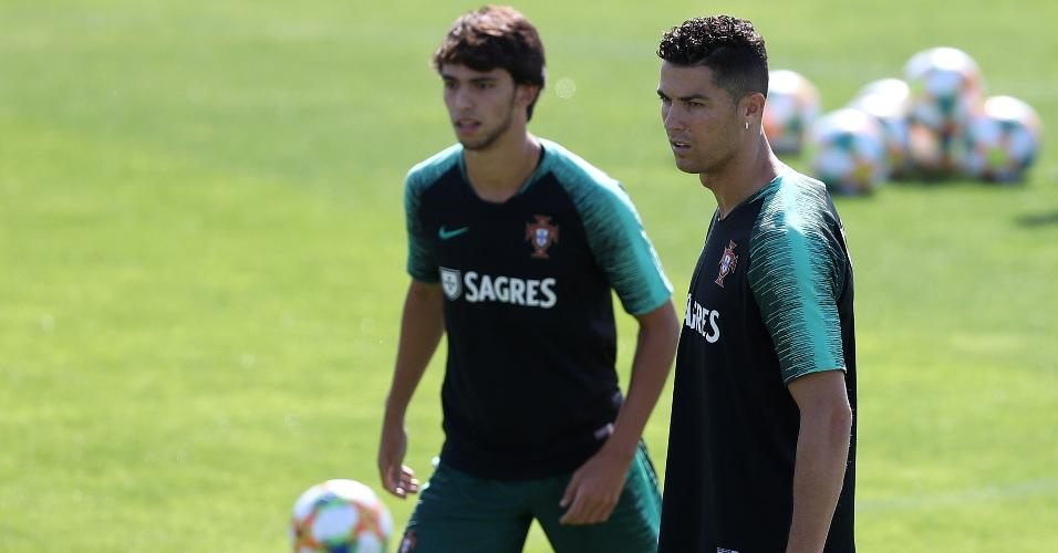 João Félix e Cristiano Ronaldo durante treino da seleção de Portugal