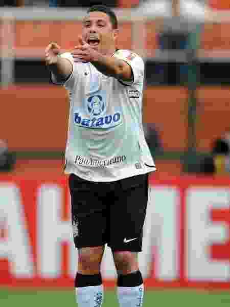 Ronaldo atuou no Corinthians em 2009. Acordo com a Hypermarcas rendeu apenas 0,29% aos cofres do clube alvinegro - Adriano Vizoni/Folha Imagem