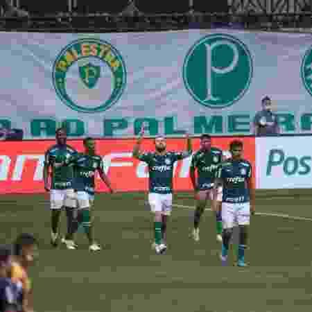 Jogadores do Palmeiras comemoram gol no Allianz Parque - Ettore Chiereguini/AGIF