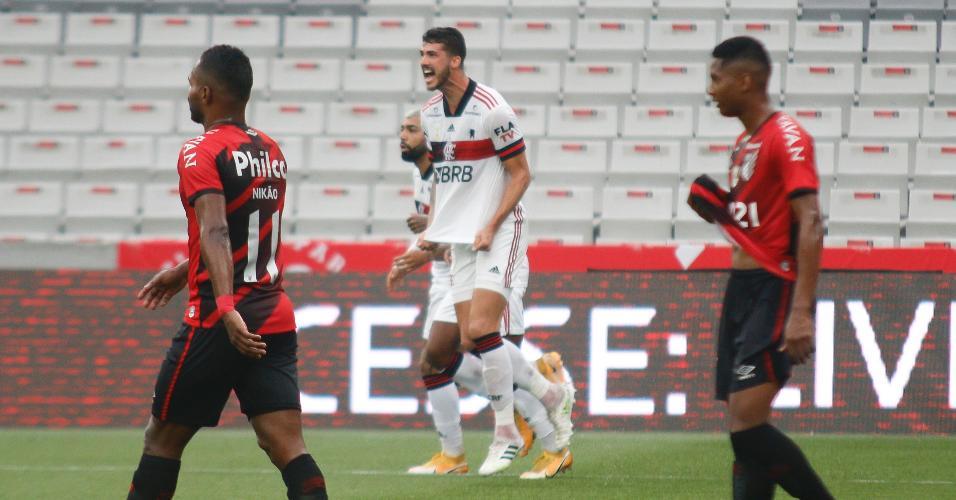 Gustavo Henrique comemora seu gol marcado contra o Athletico