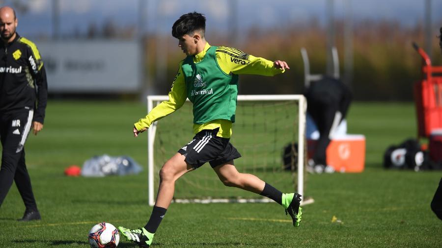 Enzo, filho de Fernandão, participa de treinamento do Inter - Ricardo Duarte/Inter