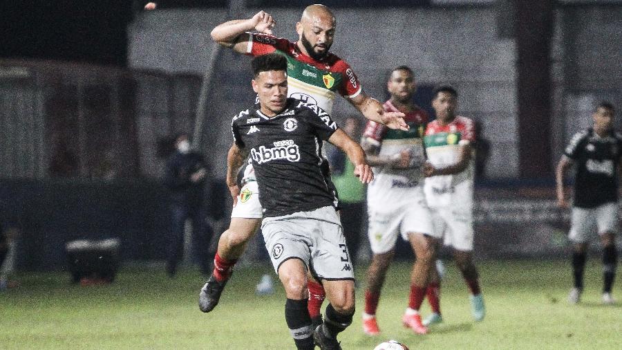 VAR foi acionado muitas vezes na partida entre Brusque e Vasco pela Série B - Beno Küster Nunes/AGIF