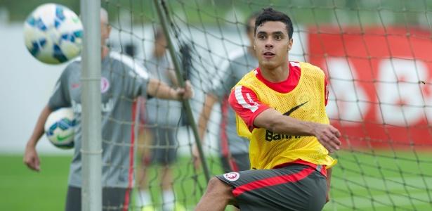 Alisson Farias era Alisson Azul antes de jogar pelo Internacional