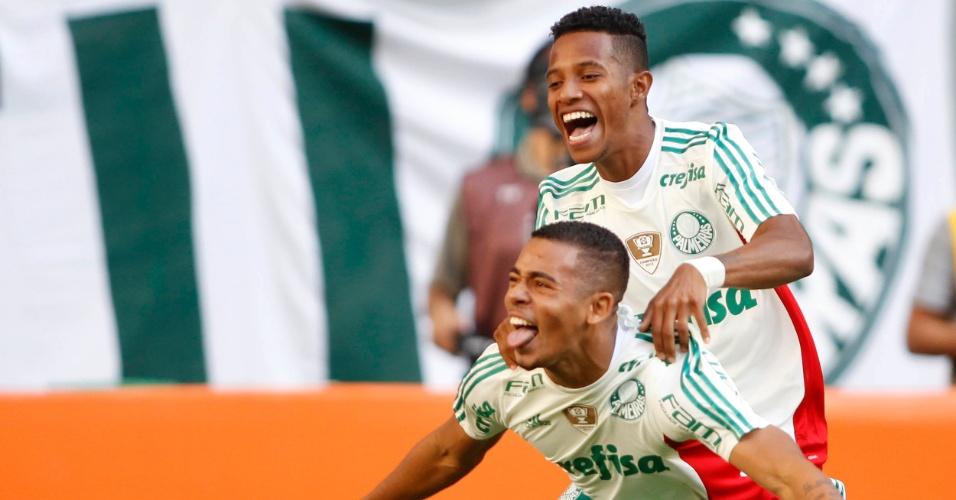 Gabriel Jesus comemora gol pelo Palmeiras contra o Flamengo no Brasileirão