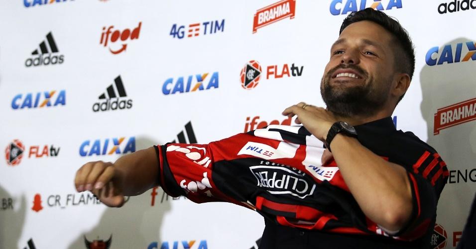 Diego veste a camisa do Flamengo