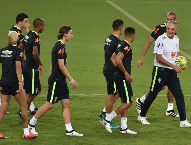 Tite comanda treino da seleção brasileira, em Natal