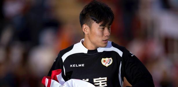 Zagueiro chinês Zhang Chengdong em 2015, durante sua passagem pelo Rayo Vallecano