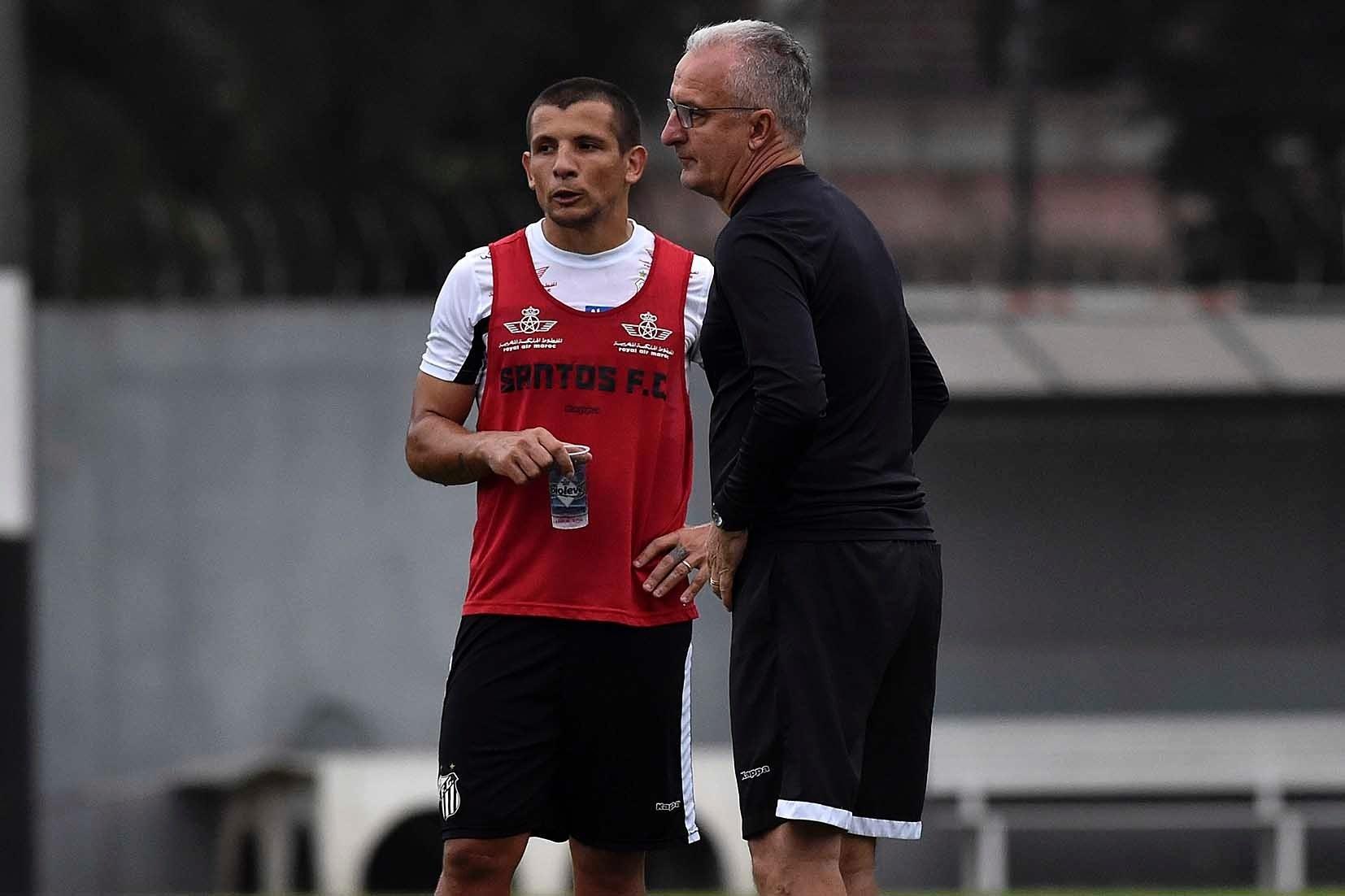 a77549b2107ee Entenda por que argentino está afastado no Santos e virou rival de Dorival  - 08 03 2017 - UOL Esporte