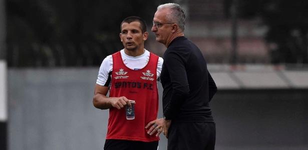 O argentino Vecchio e o técnico Dorival Júnior já tiveram duas discussões no Santos