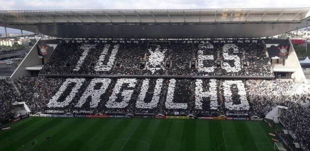 Mosaico exibido pela torcida do Corinthians antes de duelo contra o São Paulo