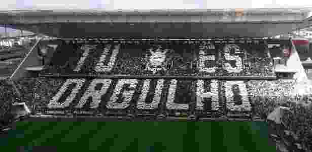 Mosaico exibido pela torcida do Corinthians antes de duelo contra o São Paulo - Danilo Lavieri/UOL Esporte