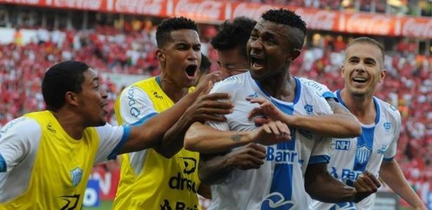 N. Hamburgo derrubou o Grêmio, empatou o primeiro jogo e pode surpreender o Inter
